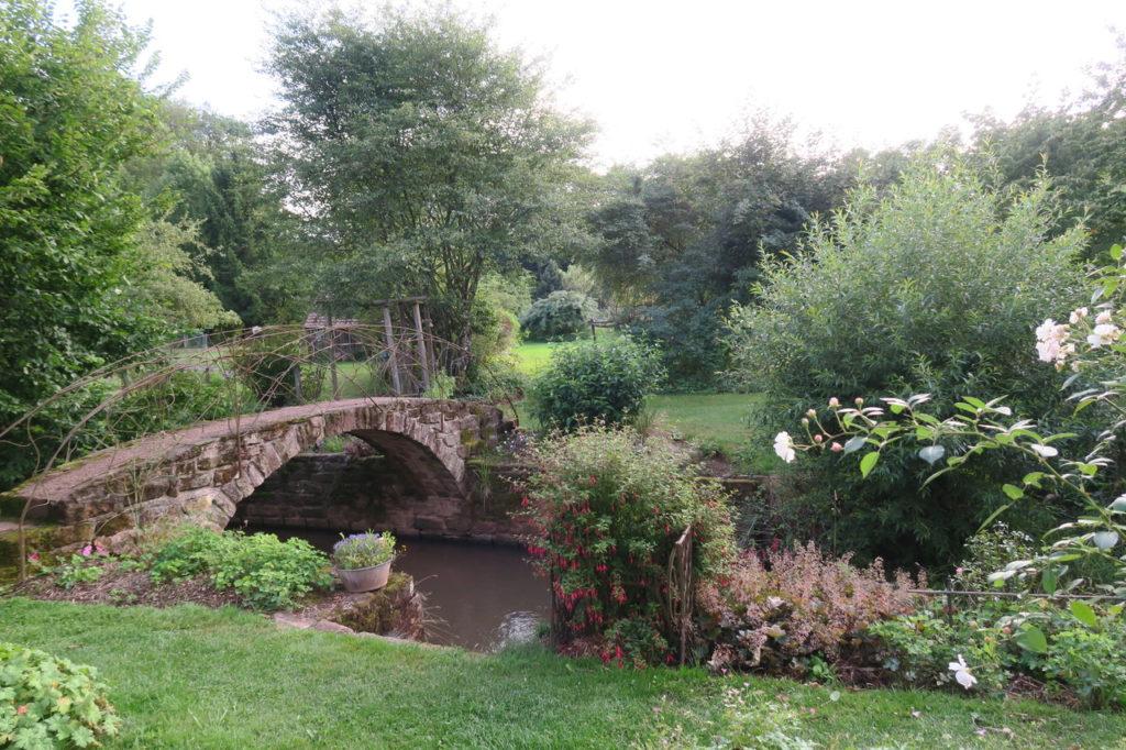 Jardin des rouges vis pont sur la Lizaine